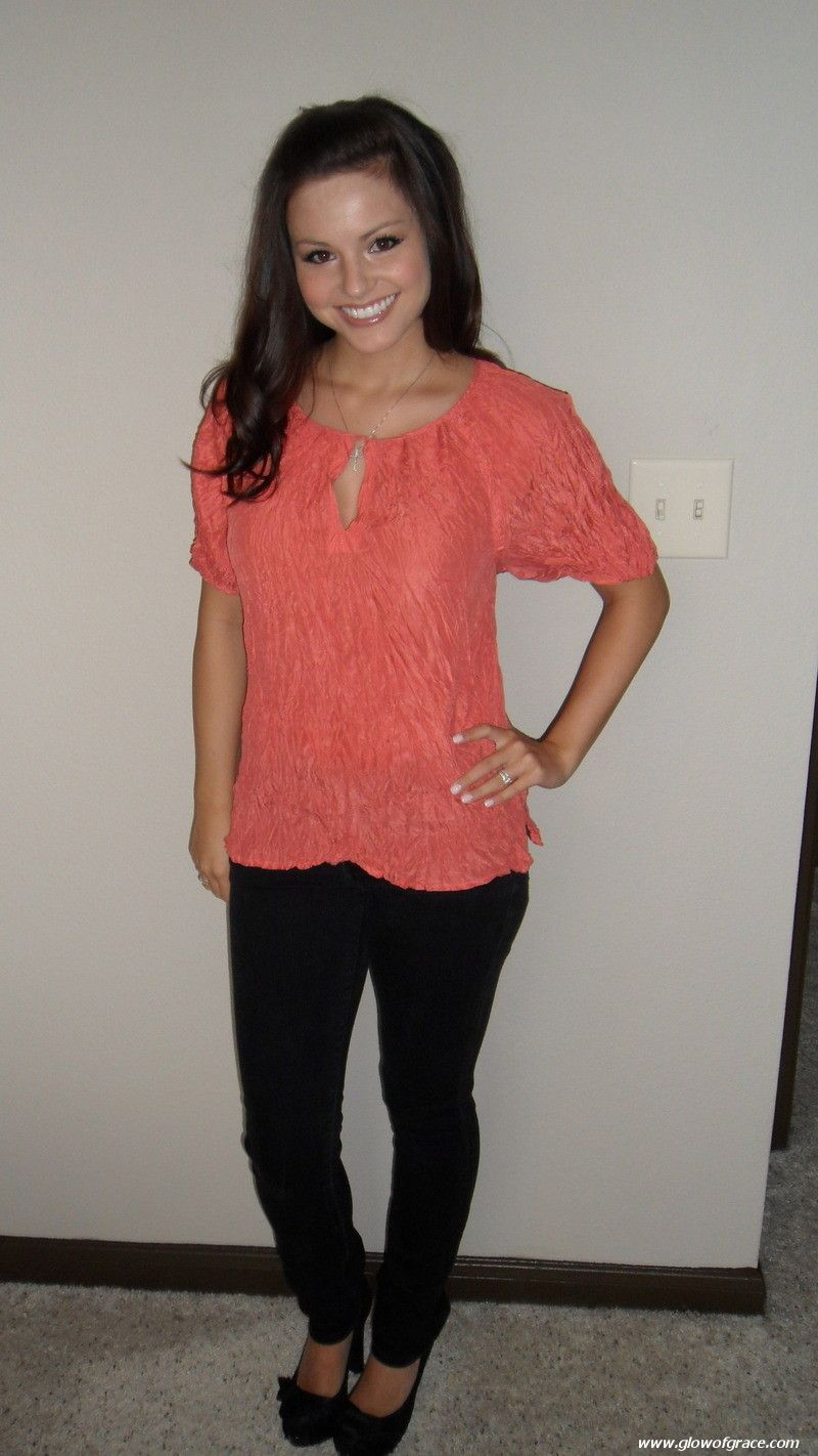 Summer lovin'! Coral, crinkle blouse with black skinnys ...
