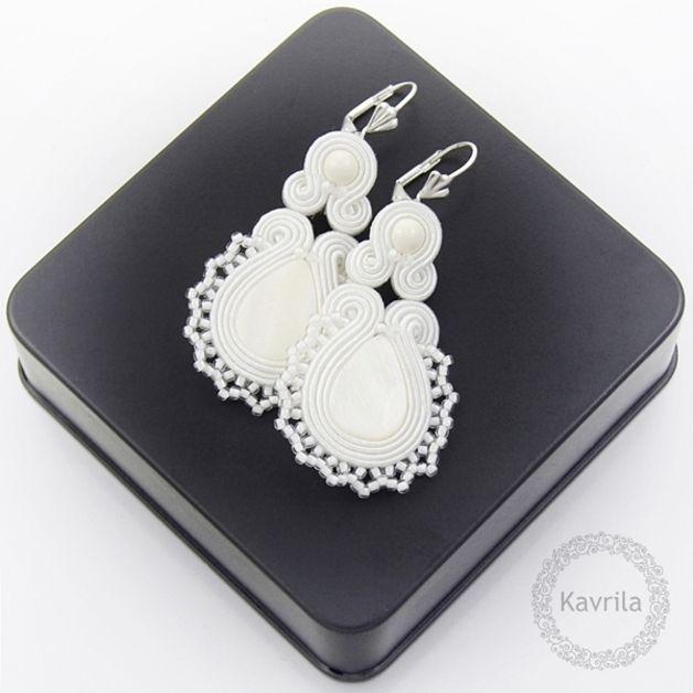 Pendientes colgantes - Lace white soutache - hecho a mano por Kavrila en DaWanda