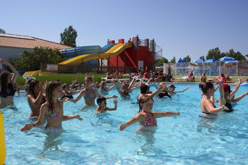 Camping avec piscine intérieure chauffée en vendée - cours d - location villa piscine couverte chauffee
