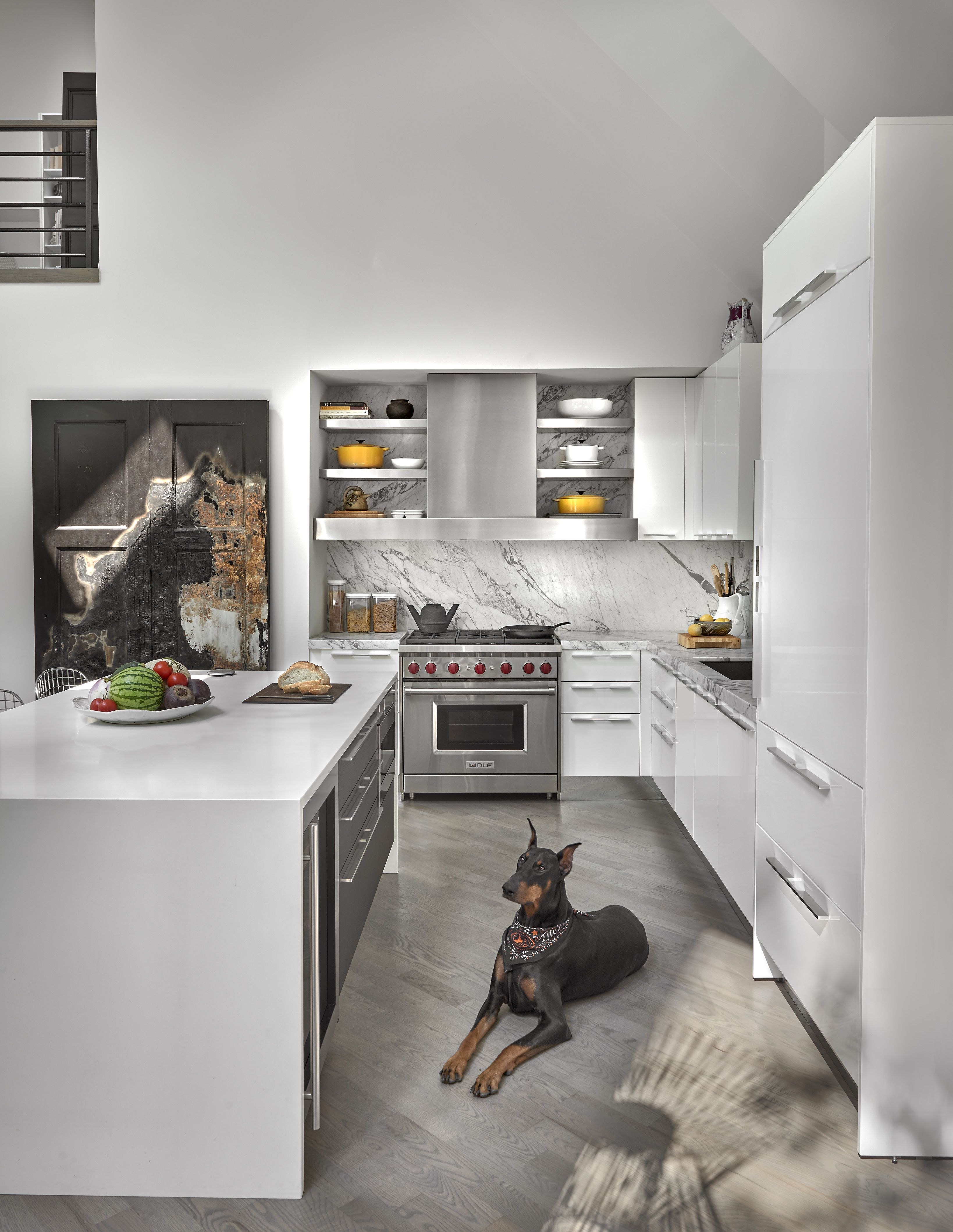 A Lake Michigan Home Gets A Modern Refresh From Dresner Design We Took Advantage Of The Existi Custom Kitchens Modern Kitchen Cabinets Chicago Interior Design