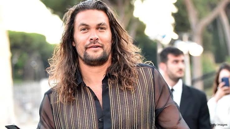 Jason Momoa Claims Aquaman 2 Can T Move Forward As He Protests Significant Hawaii Building Jason Momoa Dad Bod Shirtless