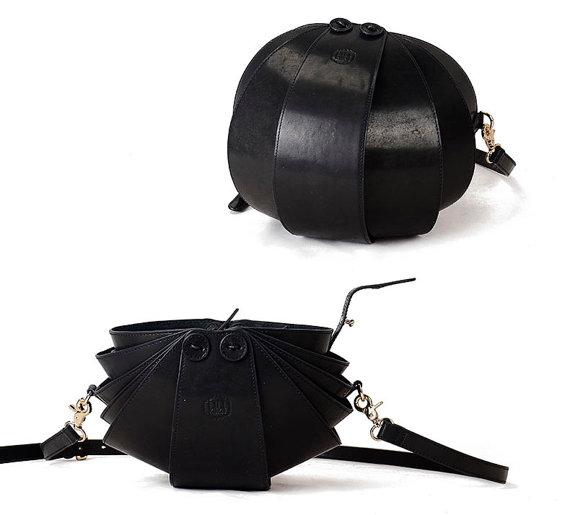 Black Crossbody Bag Round Bag black crossbody purse от KiliDesign