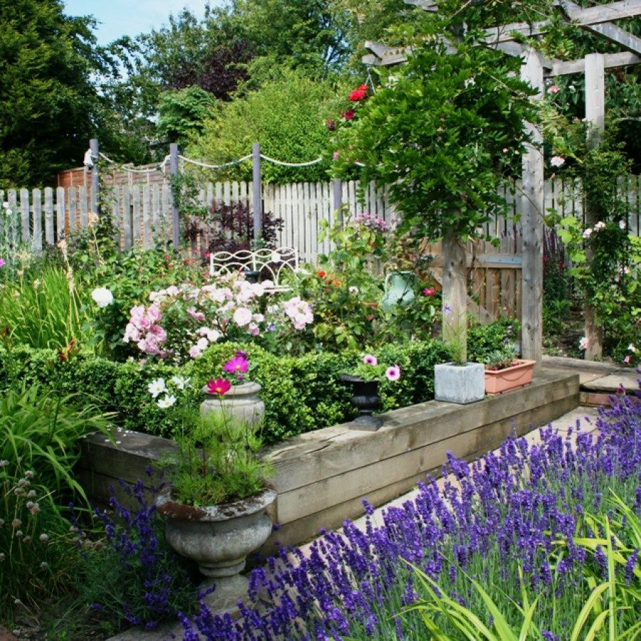 Small Garden Secrets: Beautiful Cottage Projects You Can Create To Accent Your