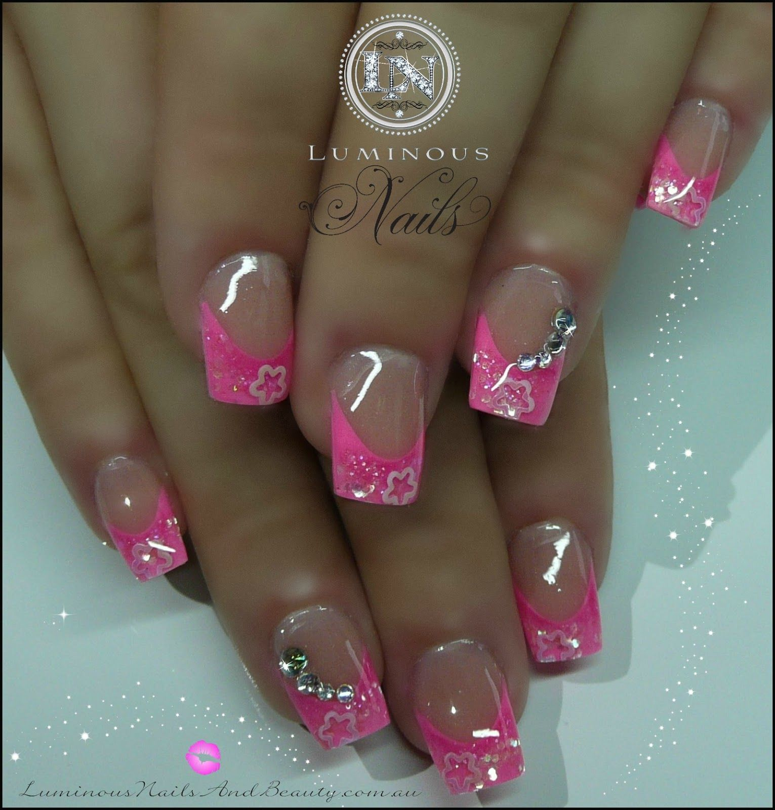 This cute nail design features an elegant stripe design on the ring ...