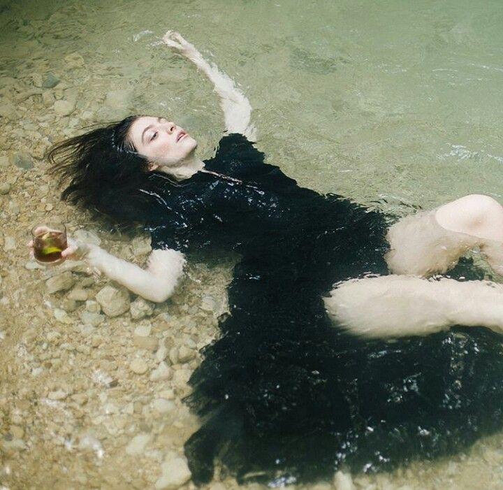 - ̗̀ @lia_bby ̖́ - | Lorde, Melodrama, Artist