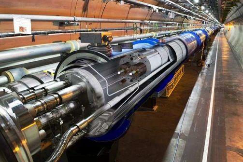 Acelerador de partículas LHC (siglas en inglés que significan Large Hadron Collider, o Gran Colisionador de Hadrones)