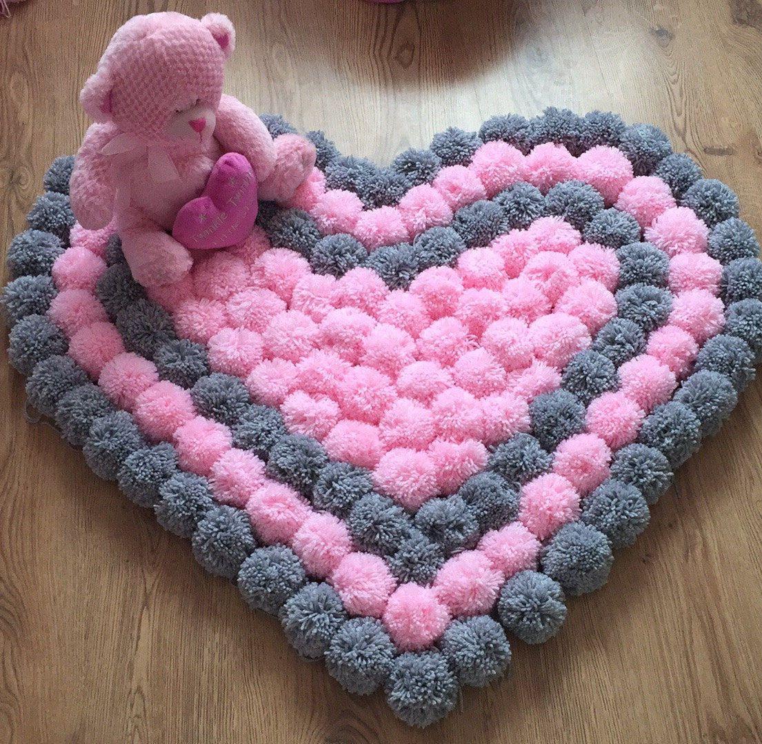 Alfombra de pompones coraz n lindo hecho a mano por - Alfombras hechas a mano con lana ...