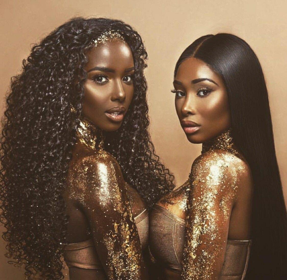 hübsche dunkelhäutige Damen