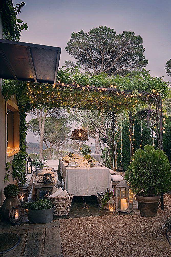Schöne Tischdekoration mit funkelnden Lichtern und viel Grün | jai ... #funke... - My Blog