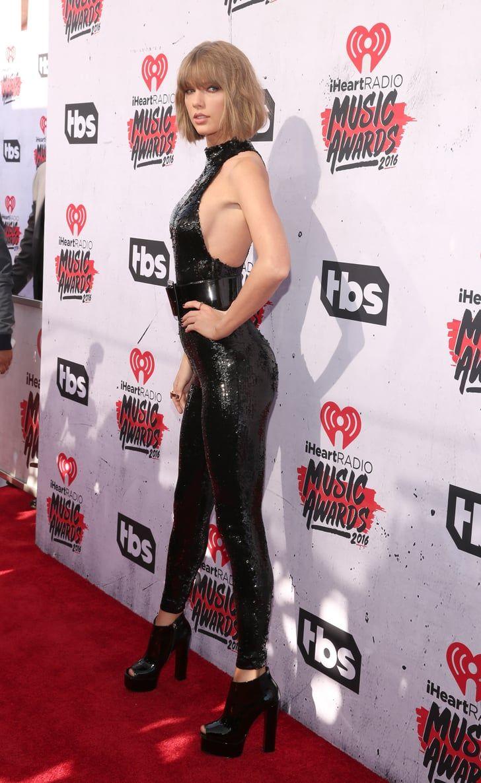 Taylor Swift Has Mastered Walking in Heels in 2020   Taylor swift hot, Taylor swift legs, Taylor ...