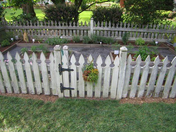 17 DIY Gartenzaun Ideen, um Ihre Pflanzen zu halten – EnthusiastHome