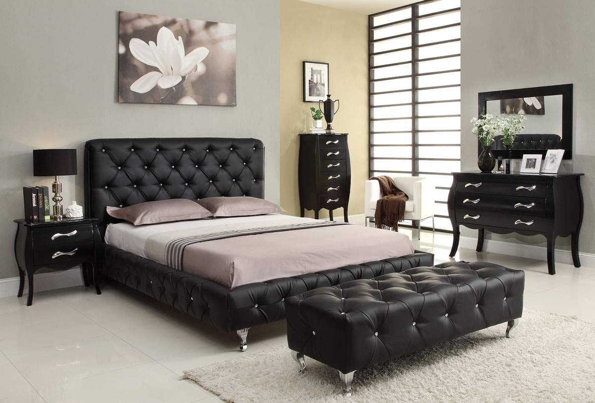 contemporary bedroom benches ideas modern traditional bedroom design black upholstered tufted bed headboard leather bench white rugs black wood vanity - Black Tufted Bed