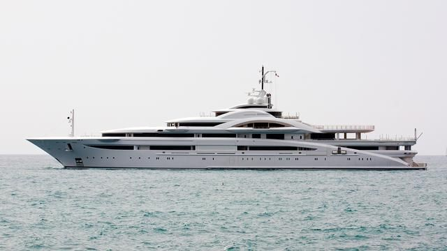In Photos The Extremely Private Superyacht Maryah Yate Barcos