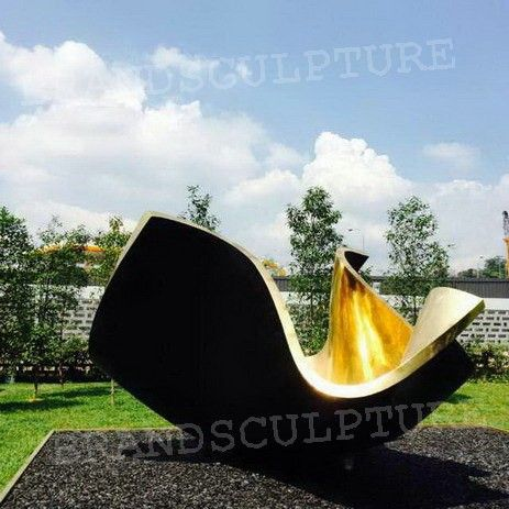 The product looks like a flower, which you can enjoy the scenery  at leisure time. http://www.brandsculptures.com/products_info/02-275558.html
