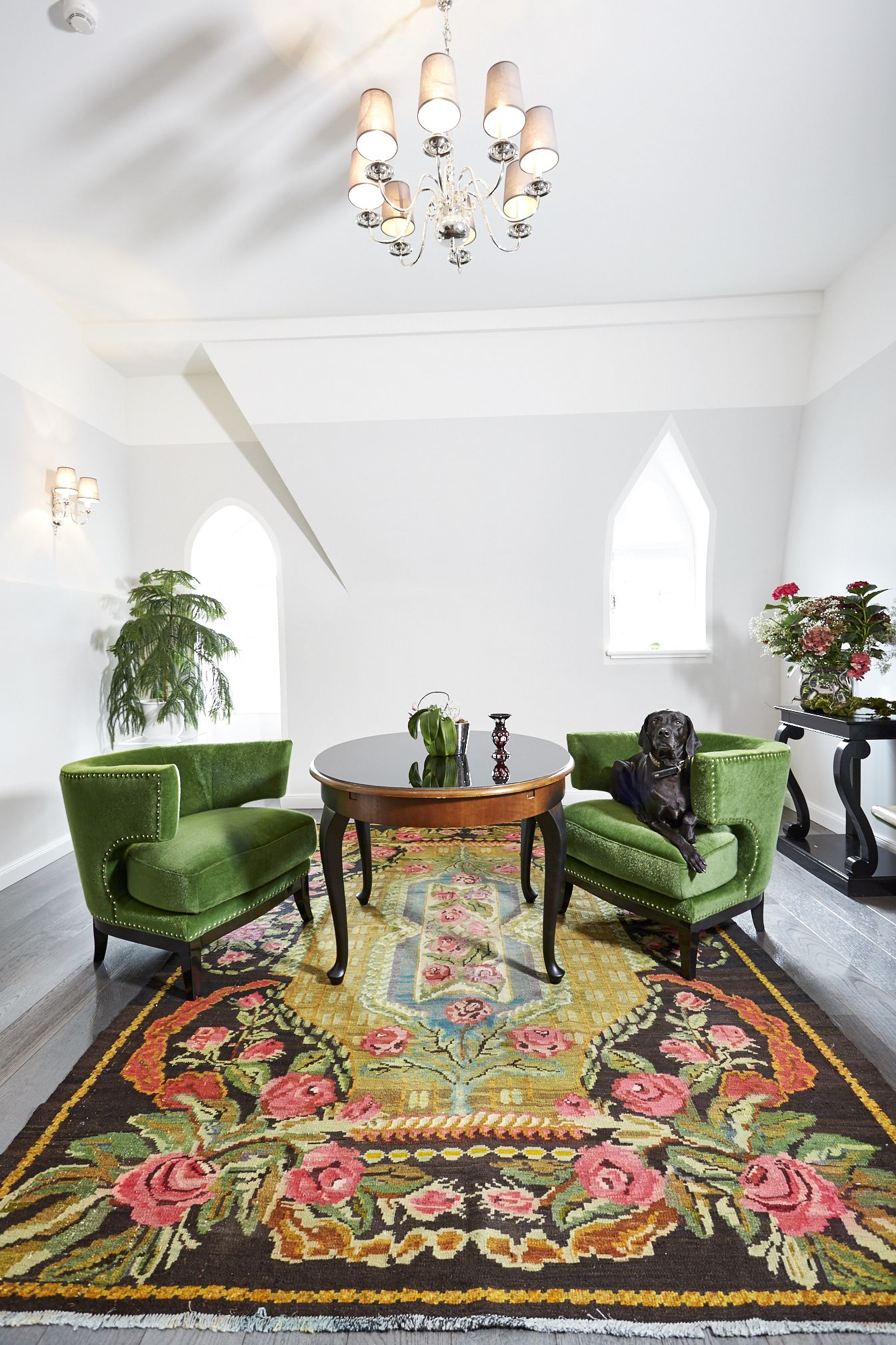 Traditional Carpet From Moldavia Art Deco Armchairs In Green Living Room Carpet Bright Decor #traditional #living #room #rugs