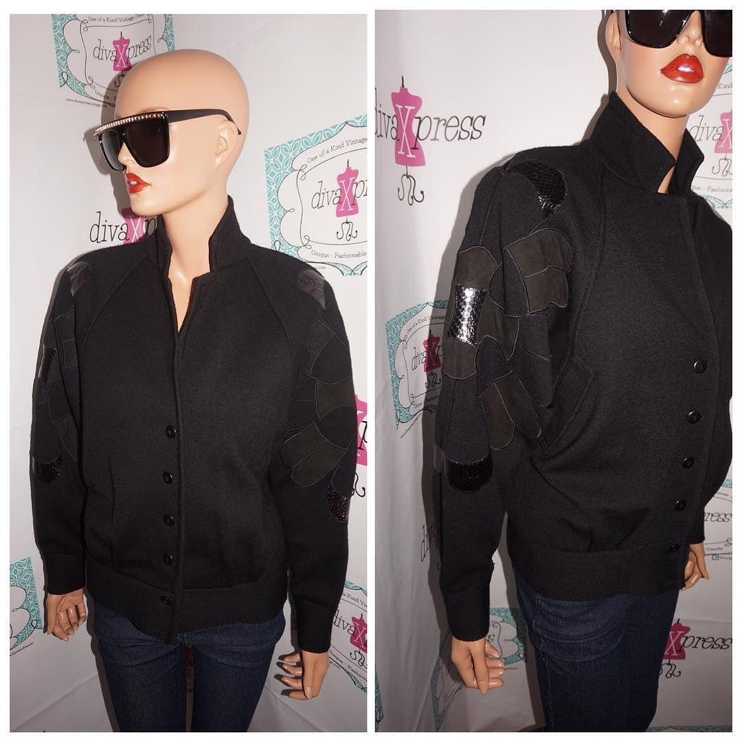 ef7b6ecd06ef Up for sale is this lovely Vintage SemPlice Black Patched Shoulders Jacket  Size M Flaws: