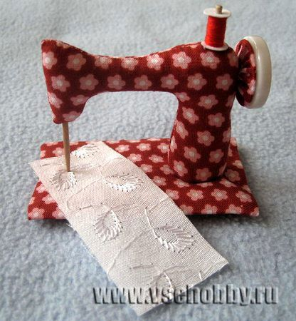 Picture tutorial to make dollie\'s stuffed sewing machine {Crafters ...
