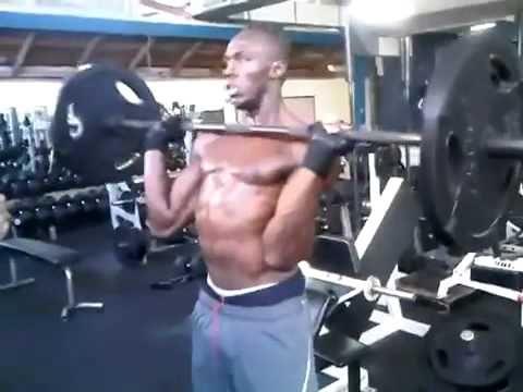 """Usain Bolt travaille son """"explosivité"""" en salle d'entrainement - C'est d..."""