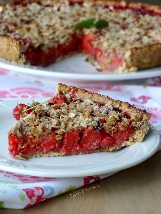 tarte crumble d 39 avoine aux fraises framboises et rhubarbe t a r t e s s u c r e s. Black Bedroom Furniture Sets. Home Design Ideas