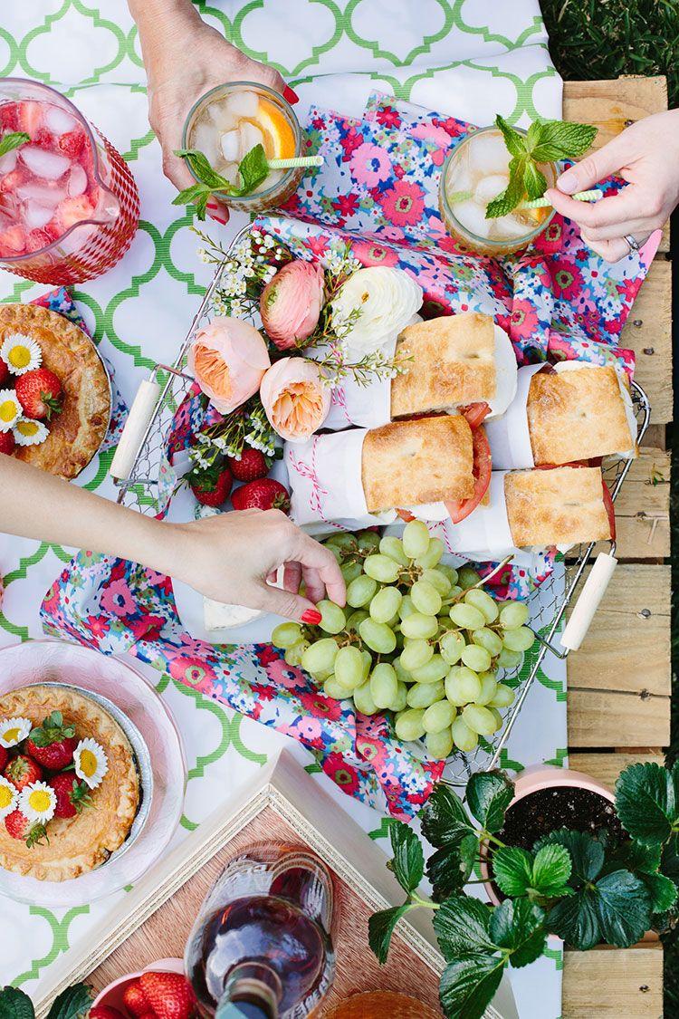 sandwich trauben fr hliche decke picnic party food picknick ideen sommer picknick und. Black Bedroom Furniture Sets. Home Design Ideas