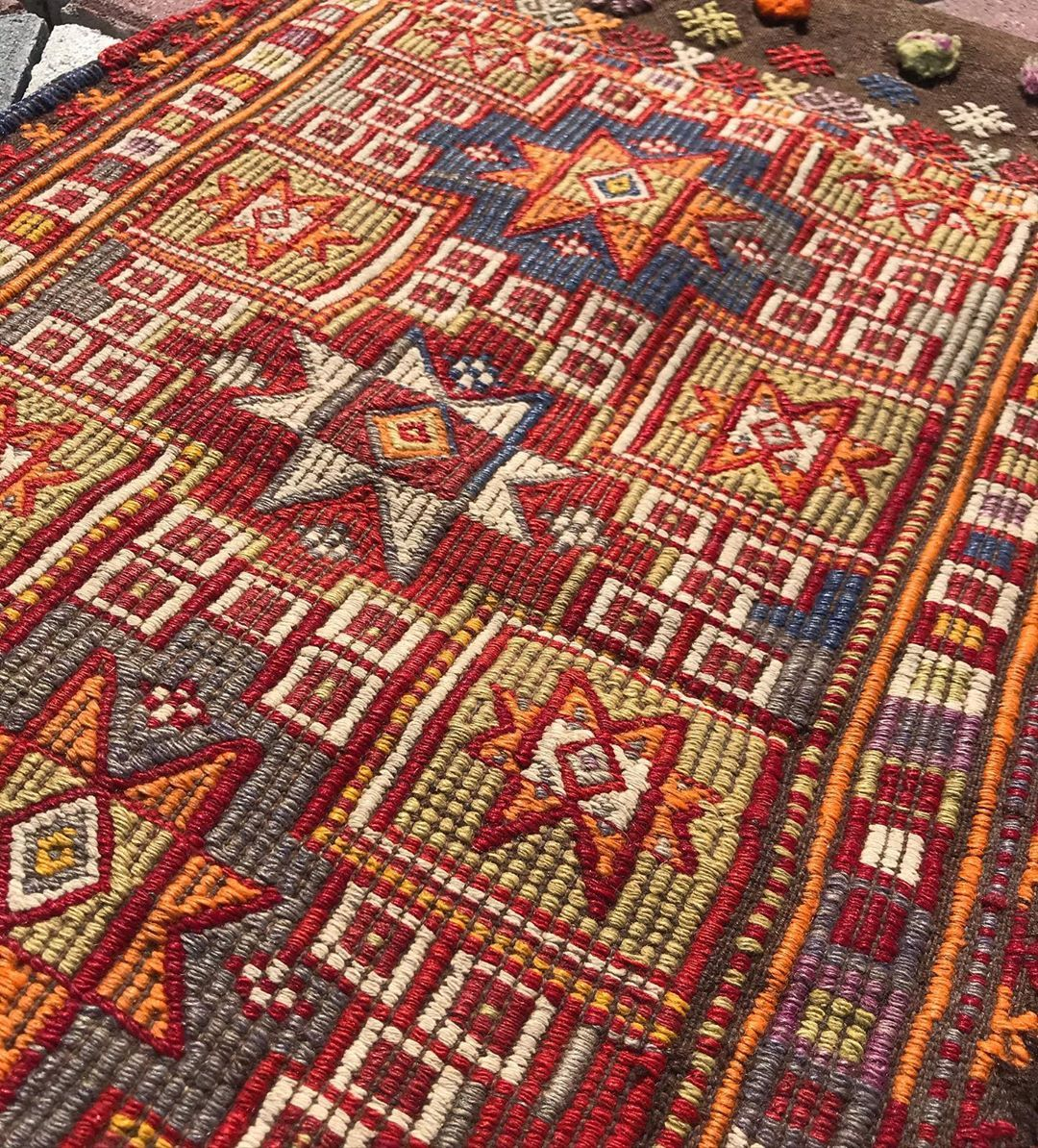 Rug Store Indian Style Rugs Designer In 2020 Rug Store Rugs Unique Items Products