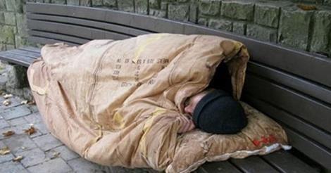 il popolo del blog,: Brescia: senzatetto italiano morto di freddo, a po...