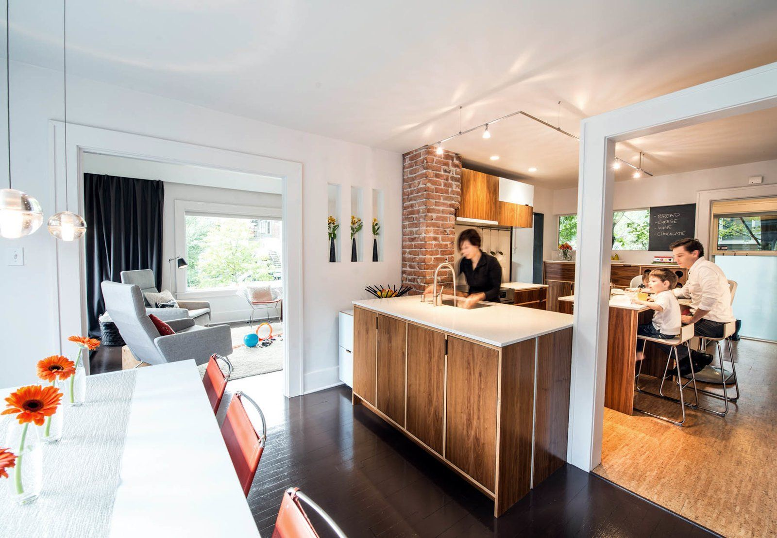 Midcentury mashup a s ranch house in chicago gets a palm
