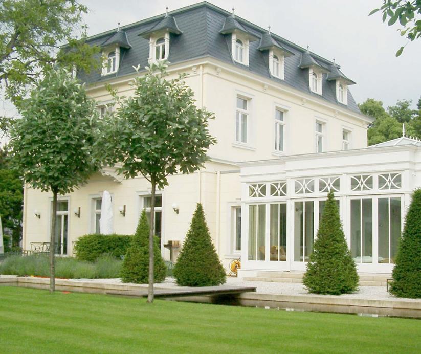 Klassischer Englischer Garten Mit Der Restaurierung Einer Klassischen Villa Erhielt Auch Der Garten Ein Neues Klassische Englischer Garten Garten Hecken Garten