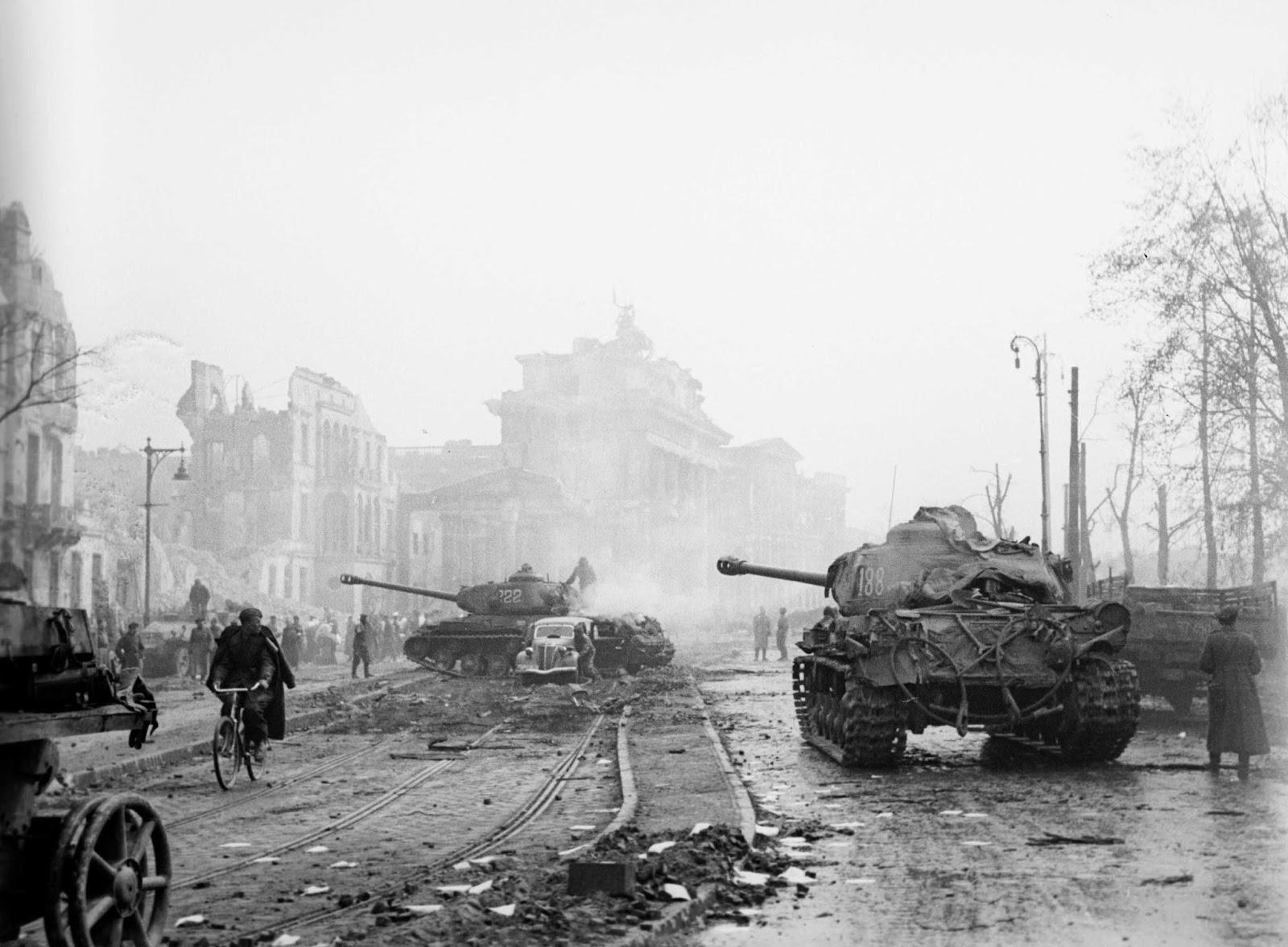 Soviet Is Tanks Watch Over Berlin Streets Combats Seems To Be Over Berlin 1945 Soviet Tank Tank Berlin