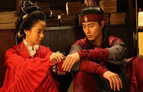 Song Ji Hyo As Queen Jo In Sung As Hong Rim A Frozen Flower
