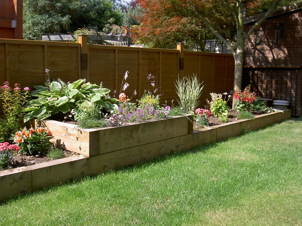Raised flower bed garden and design pinterest raised for Flower bed landscaping ideas