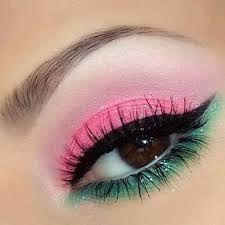Resultado de imagen para maquillaje de ojos con colores fuertes