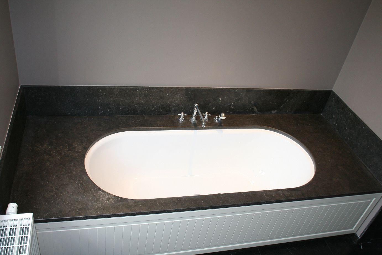 Cement Afwerking Badkamer : Klassiek vormgegeven ligbad door houten afwerking aan de voorzijde