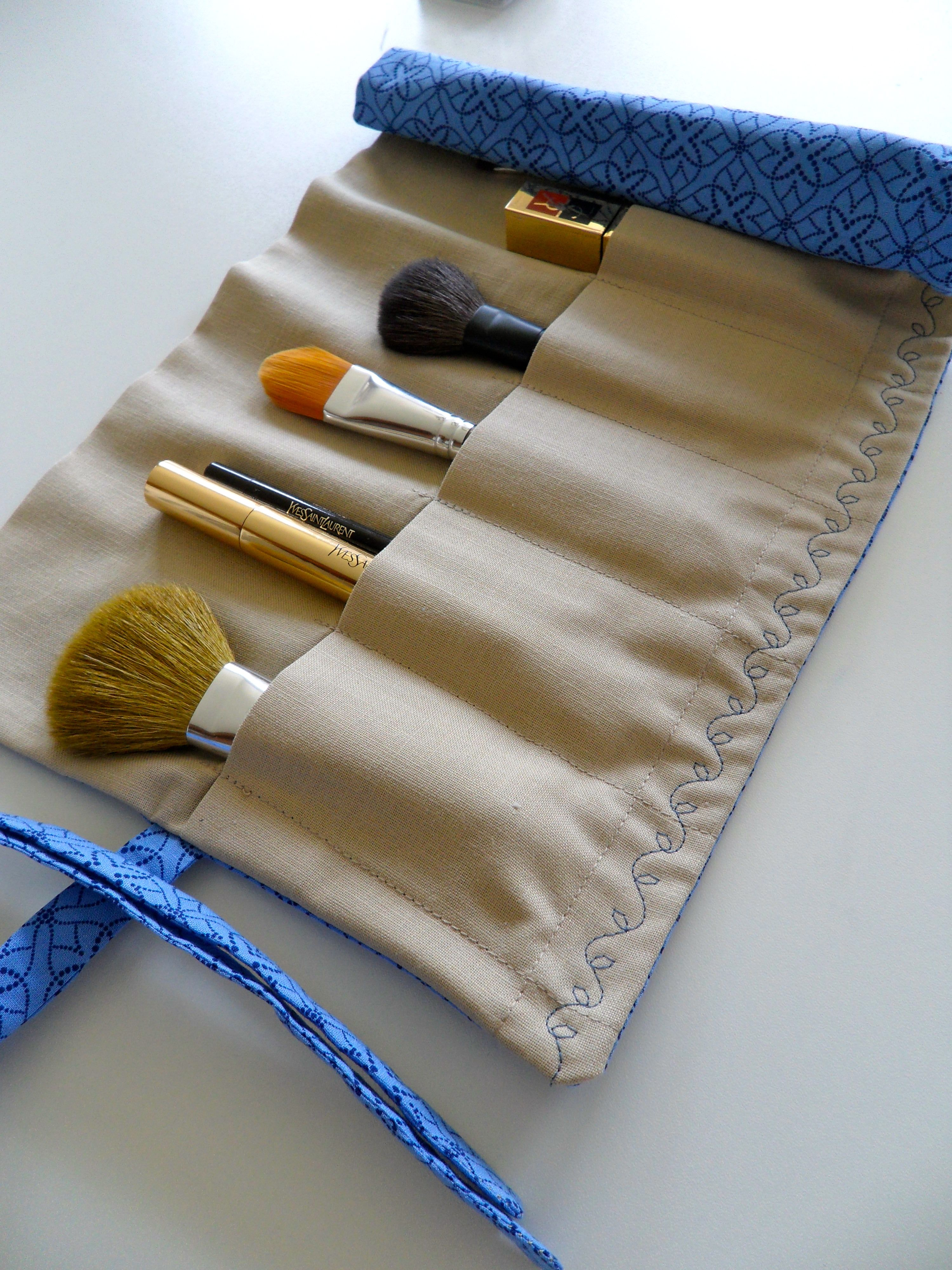 DIY Roll Up Makeup Brush Bag. but i am going to make one