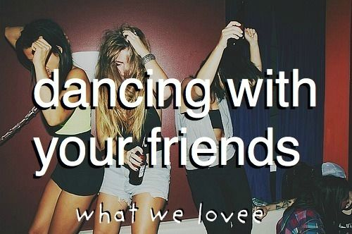 Dancing with my friends... what I lovee!!!