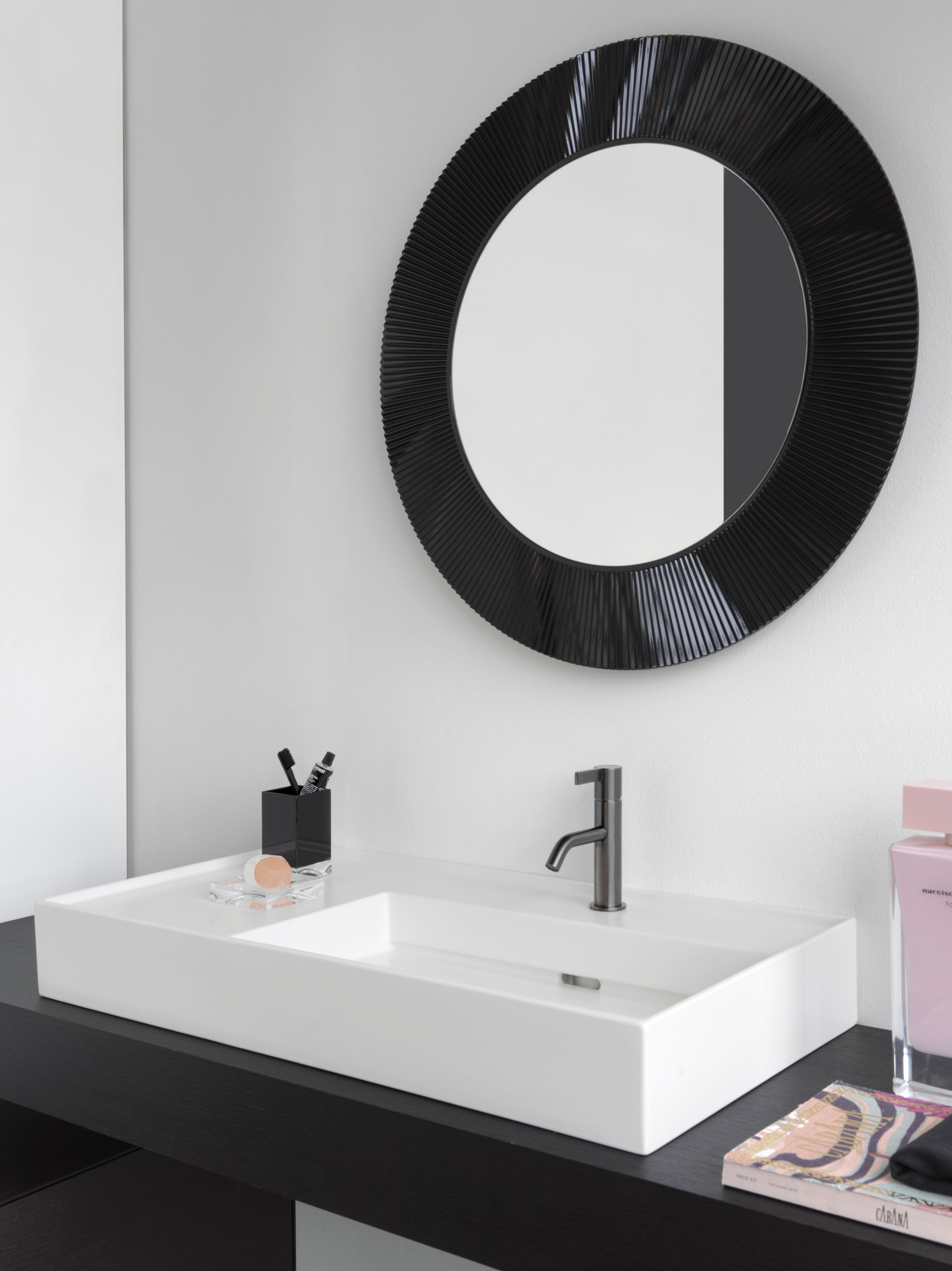 Finde Jetzt Dein Traumbad Wertvolle Tipps Von Der Planung Bis Zur Umsetzung Runde Badezimmerspiegel Waschbecken Design Badezimmer Innenausstattung