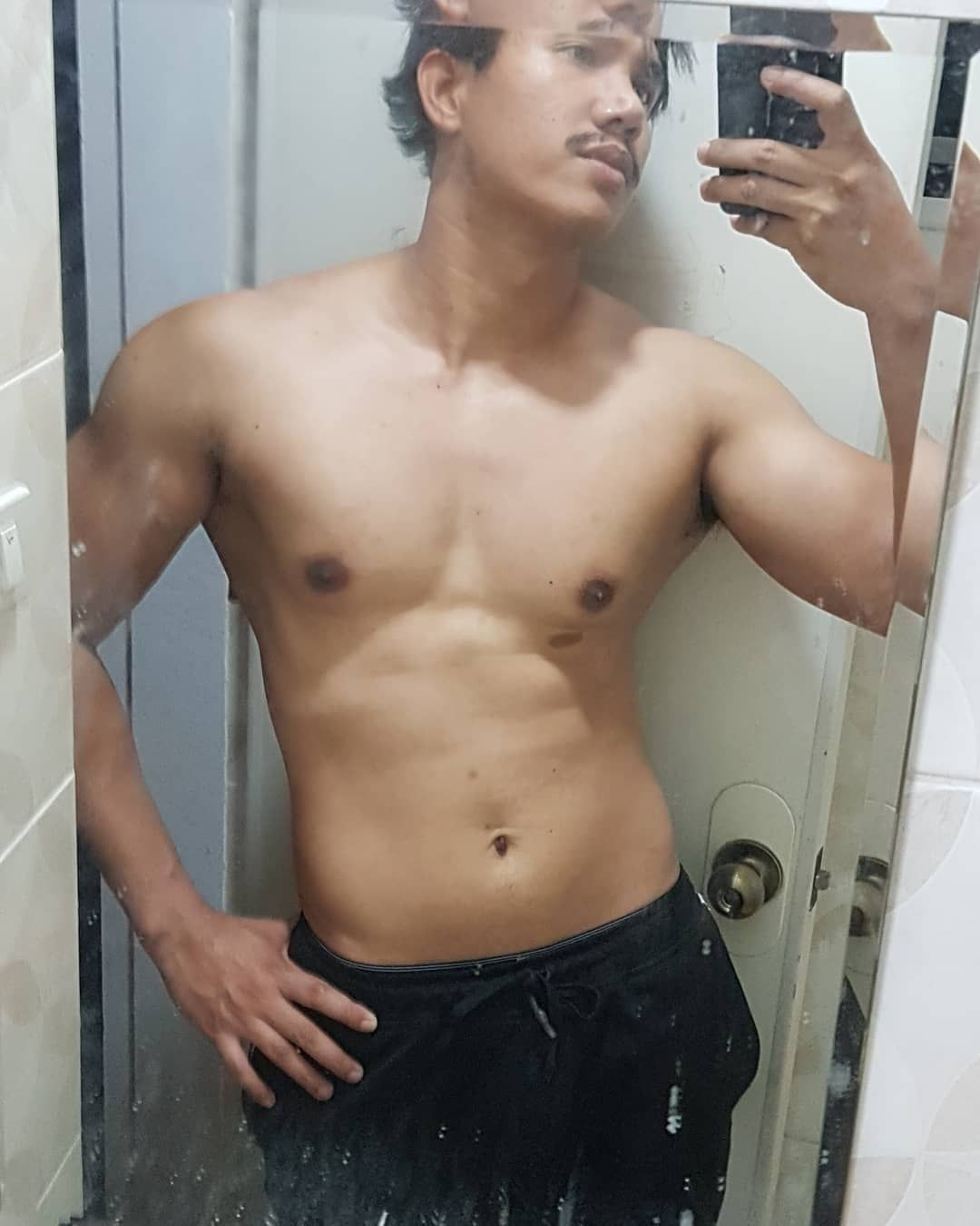 Body check. Its already one year and three months since i started this project of mine...🏋️‍♂️💦🤓 . ....