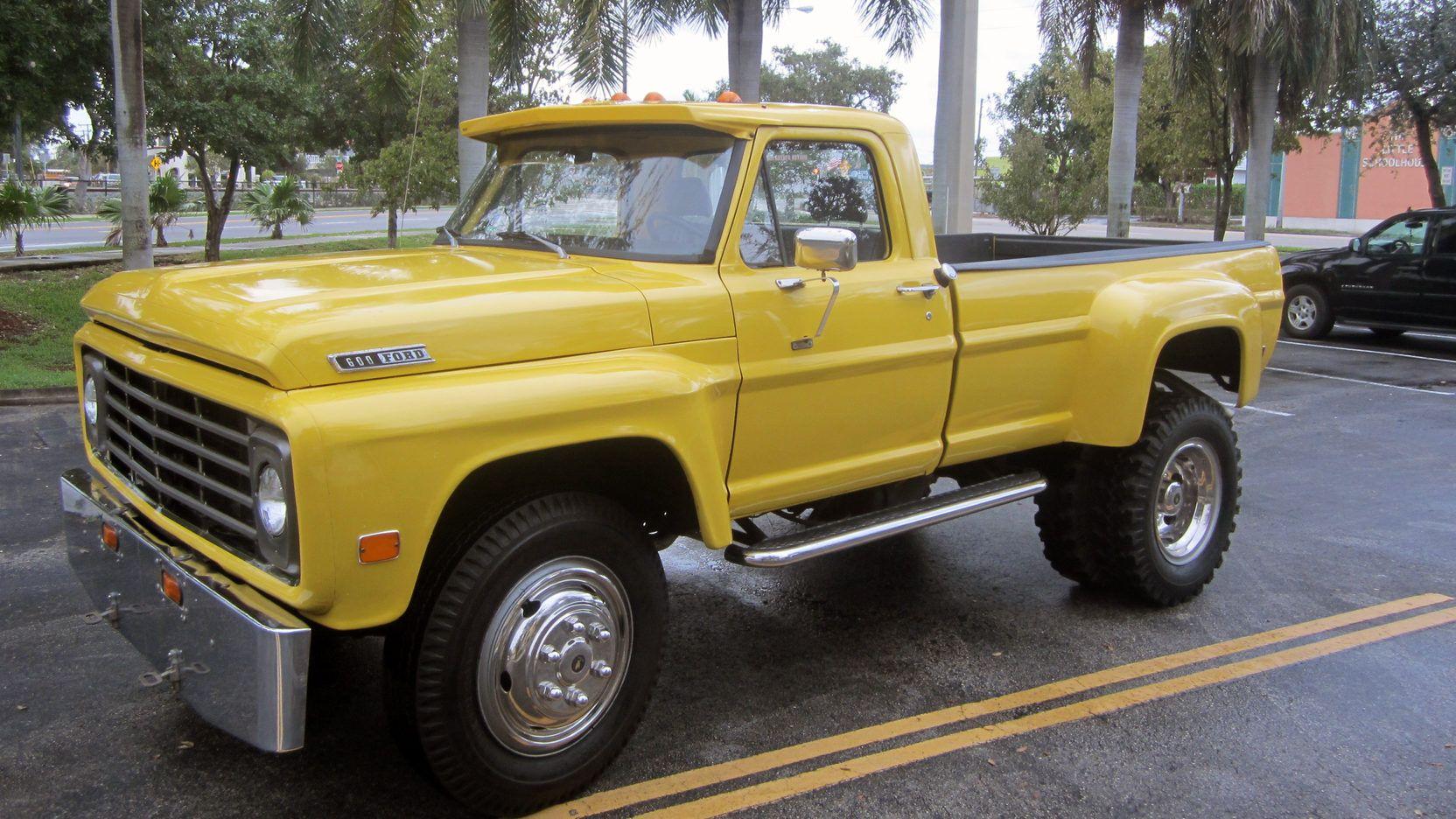 1967 Ford F600 2wd Pickup  390 V8  4speed Stick