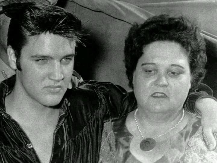 Elvis with his mother Gladys