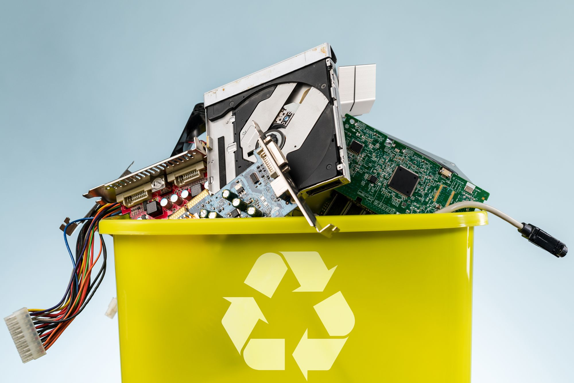 The Right Way To Recycle Electronics Including Phones Laptops And Televisions Recycle Old Tv Recycling Old Tv