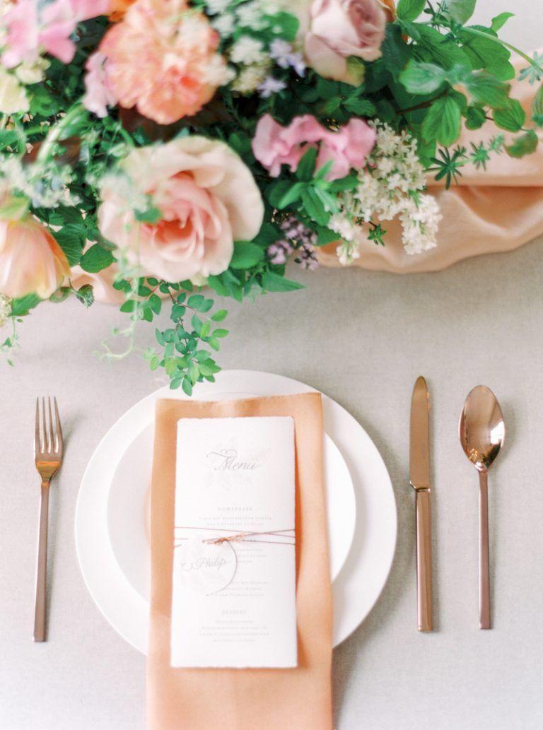 Hochzeitskonzept in Apricot & Rosa | Tischdekoration