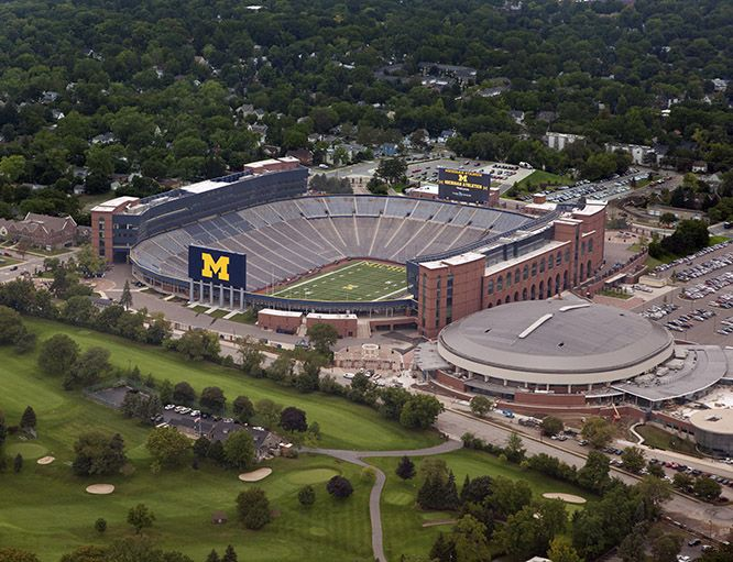 Pictures Of Michigafootball Stadiums Google Search Wisconsin Badgers Ohio State Buckeyes Michigan State Spartans
