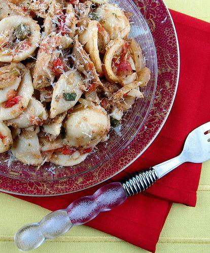 Mediterranean Style Chicken Recipe: Crockpot Mediterranean Chicken Ragù With Orecchiette