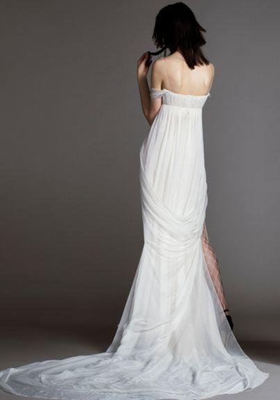 e6a9057c4da See the Vera Wang Bride Spring 2018 Collection of wedding gowns. The Vera  Wang Bride Spring 2018 Collection has classic   modern wedding gowns by Vera  Wang.