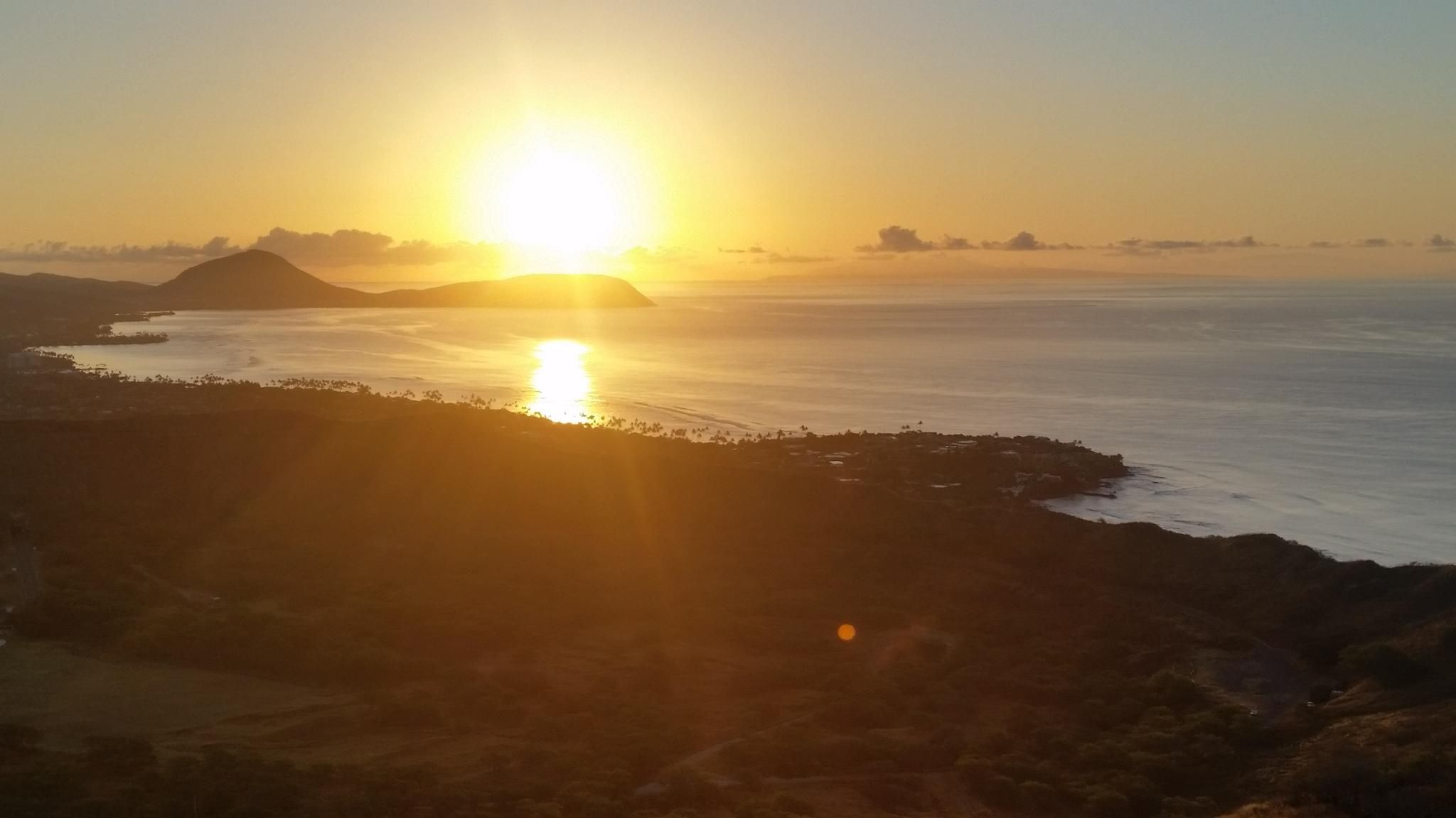 On top of Diamond Head Lookout Hawaii [OC] [2048 x 1152
