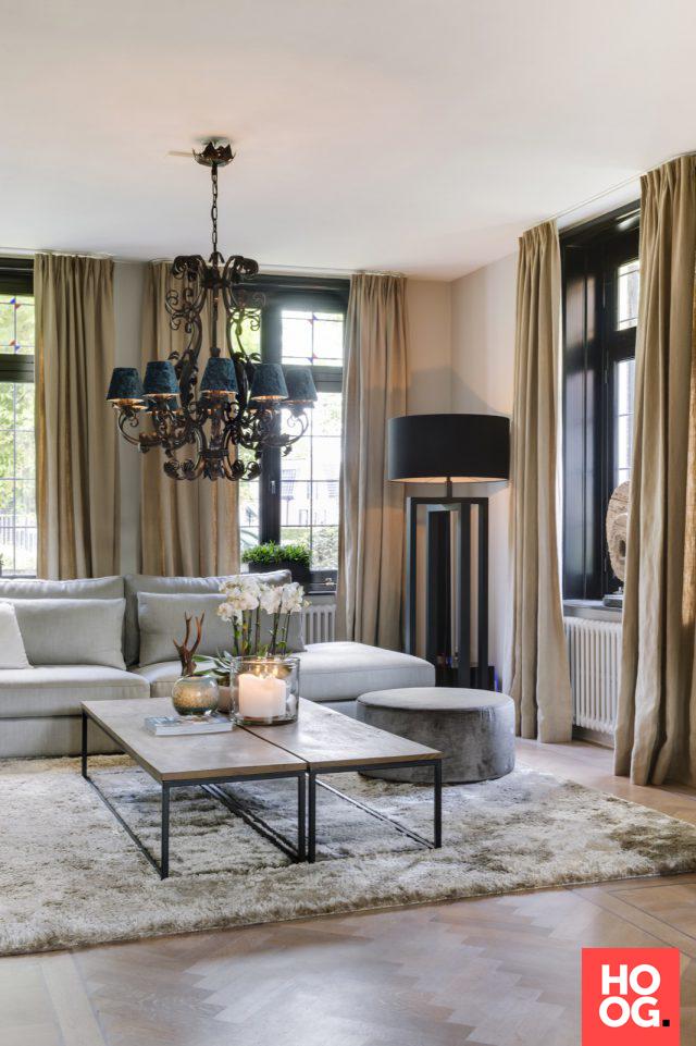 Woonideeën woonkamer met luxe meubelen en verlichting   Interieur ...