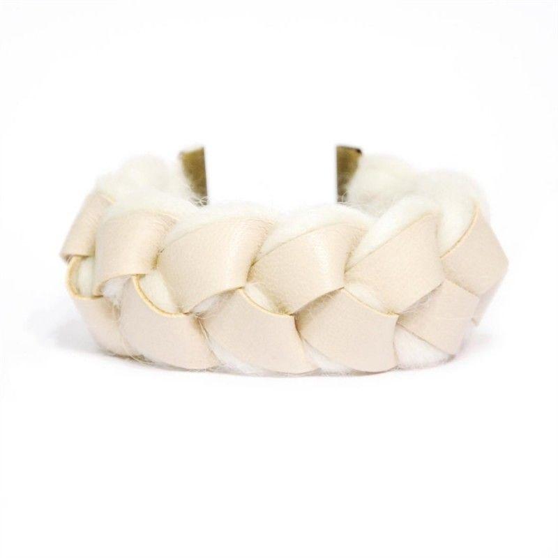 Bracelet beige poudreuse - Hors du Commun http://www.horsducommun.fr/44-bijoux-en-cuir