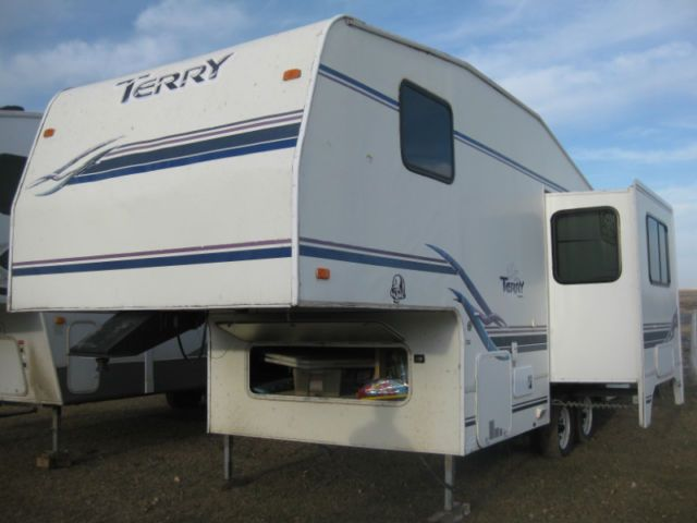 25ft Terry 5th Wheel Travel Trailers Campers Lethbridge