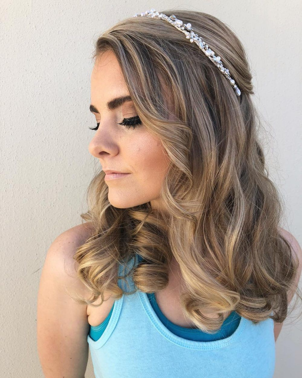 42+ Updos For Medium Length Hair To Inspire Your Prom Look ...