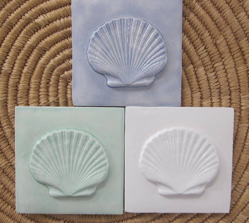 This 4x4 Seashore Scallop Shell Tile Is Available Custom Glazed To Order In Your Choice Of Almost 200 Glaze Options Ceramic Tiles Shell Tiles Scallop Shells